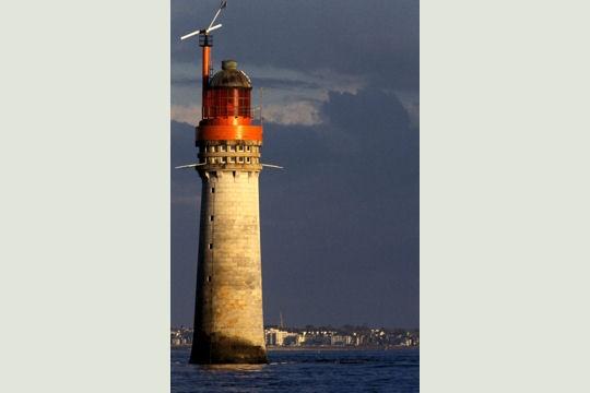 Le phare du grand jardin saint malo for Phare decoratif pour jardin